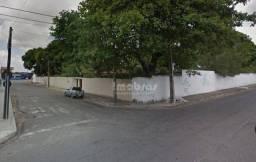 Casa com amplo terreno à venda, Mondubim, próximo a Godofredo Maciel