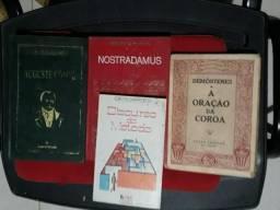 4 livros de Grandes Pensadores: Nostradamus, Descartes, Demóstenes, Auguste Comte