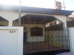 Vende-se Excelente casa no Laguinho, com 01Quarto e 02Suítes. não documentada