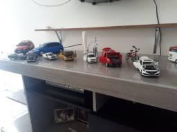 Vendo miniatura de carros obs todos tipo de carro  mostro mais fotos detalhada no zap