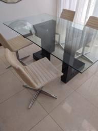 Mesa com tampo de vidro (Cadeiras vendidas separadamente)