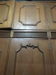 Guarda roupa de madeira maciça