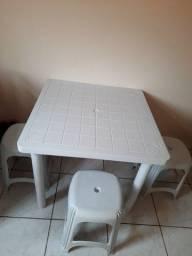Mesa 4 lugares quadrada