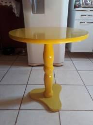 Mesa lateral amarela