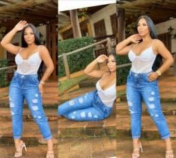 Calça jeans feminina modelo Mom