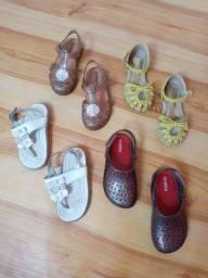 Lote de sandalias infantis