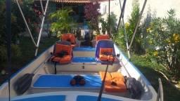 Barco de fibra com 5 metros