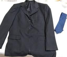 Vendo terno (marca Empório Colombo) com gravata tamanho 52. Semi novo.