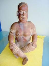 Figura pré-colombiana em terracota, datada 200 a.C a 200 d.c