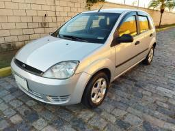 Ford Fiesta completo  impecável