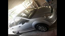 Ford Fiesta Hatch - 1.0 - Prata - 2005/2006 - Gasolina