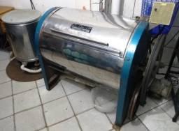 Máquinas de Lavar e Centrifugar Roupas Industriais