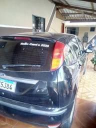 Focus sedan completo preto automático - 2004