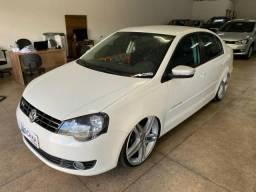 Volkswagen Polo Sedan 1.6 Comfortline com som