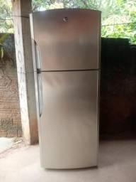 Vendo geladeira para retirada de pecas