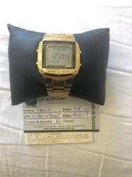 Relógio Cássio, dourado.