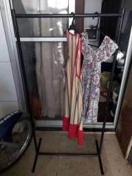 Arrara de roupa em perfeito estado de conservação