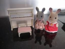 Sylvanian piano + 2 coelhas