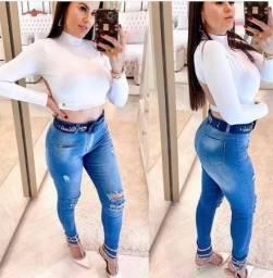Calça jeans cós alto marca Melinda. Nova Tamanho 44/46