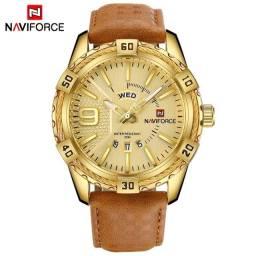 Relógio Naviforce Gold casual.