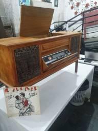 Vitrola Philips antiga da década de 60 com gabinete
