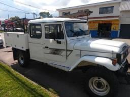 Toyota bandeirante restaurada