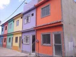 Casa 2 quartos, sendo 1 suíte, 2 banheiros e terraço.