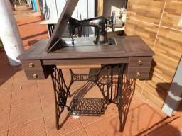 Título do anúncio: Maquina de costura Singer antiga, relíquia,  toda original....sem arranhões