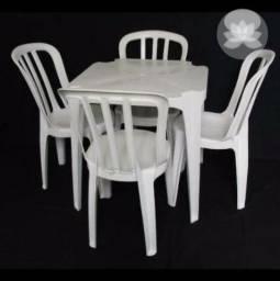 Conjunto de mesa e cadeira de plastico