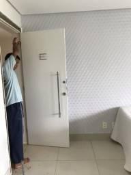 Vendo porta completa com alisar, puxador e fechadura