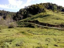 Sitio com 4 hectares a 2 km do asfalto na Varginha