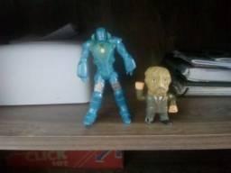 Dois bonecos colecionáveis