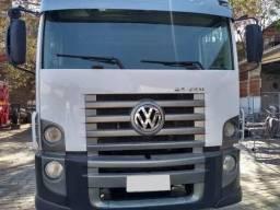 VW 24250 Truck 6x2/ Com ar condicionado - 2012