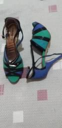 Bota cano medio, Sandália azul, e bota cano baixo