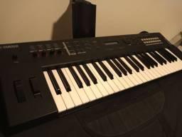 Vende-se Sintetizador Yamaha MX49