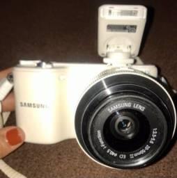 Câmera fotográfica Samsung NX-2000 branca