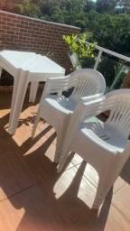 Conjunto de 2 mesas e 8 cadeiras R$ 300