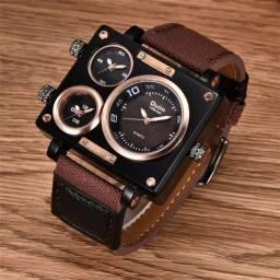 Relógio Oulm Importado, original, com três fusos horários.