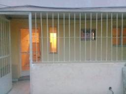 Alugo pequeno apartamento 1º andar