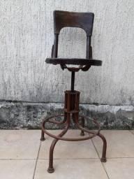 Cadeira giratória ferro e madeira