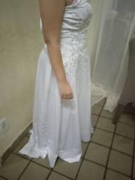 Título do anúncio: Vestido de noiva usada uma vez