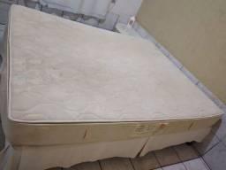 Título do anúncio: Vendo cama king com colchão 1,60 por 1,90 entrego r$ 600 colchão de mola