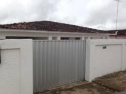 Vendo casa com terreno total de 660 metros quadrados e poço na rua Rio de Janeiro