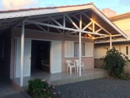 Residência para locação de temporada em Itapoá com 3 dormitórios