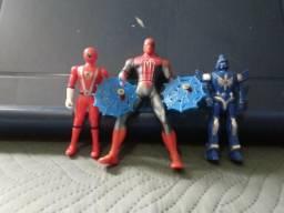 Bonecos Power Rangers e Homem Aranha