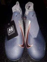 Vendo Chuteira Nike pathonvns número 42 primeira linha