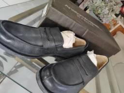 Dois sapatos sociais R$150,00 (novos)