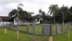 Casa em terreno de esquina - Bal.Barra do Sul-SC