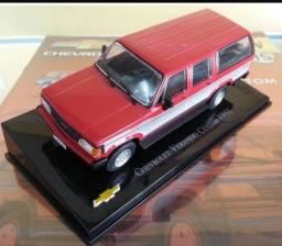 Miniatura Chevrolet Collecction / GM Veraneio