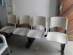 Cadeiras lougarinas de três lugares e de dois lugares
